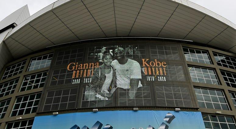 American Airlines Arena honors Kobe