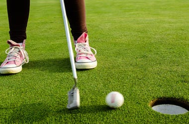 golf pink shoe
