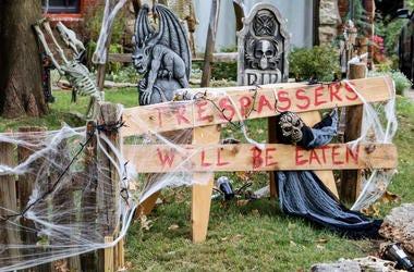 halloween decorations in yard