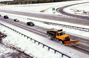 snow-plows-sipa_12865030.jpg