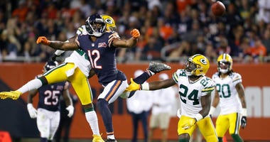 Bears receiver Allen Robinson (12) is unable to make a catch against the Packers.