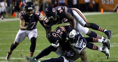 The Bears' Prince Amukamara (20) and Roquan Smith (58) tackle the Seahawks' Brandon Marshall.