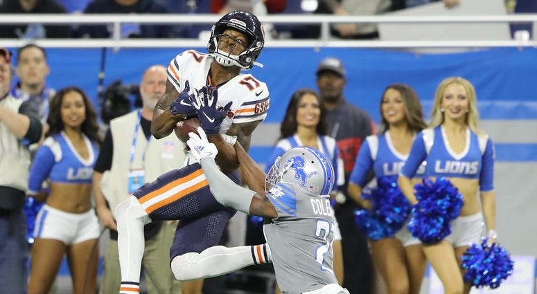 Bears receiver Anthony Miller (17) hauls in a catch as Lions cornerback Justin Coleman defends.