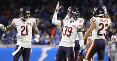Bears safety Eddie Jackson (39) celebrates with teammates after making an interception to clinch a win against the Lions.