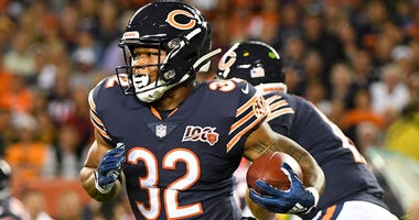 Bears running back David Montgomery carries the ball against the Packers.