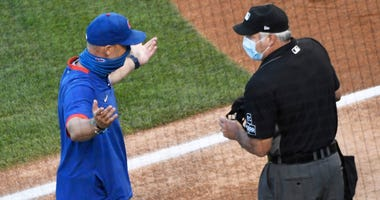 Cubs manager David Ross (left) argues a call with umpire Tim Timmons (right) in a loss against the Cardinals.