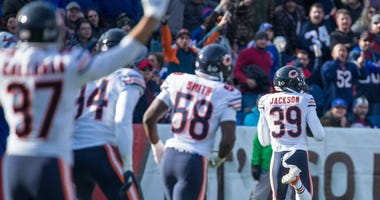 Bears safety Eddie Jackson (39) returns a fumble for a touchdown.