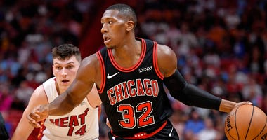 Bulls guard Kris Dunn (32) dribbles the ball past Heat guard Tyler Herro (14).