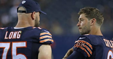 Bears offensive lineman Kyle Long (75) talks with quarterback Jay Cutler during a game in 2016.