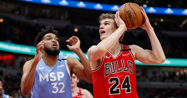 Bulls forward Lauri Markkanen (24) shoots against Timberwolves center Karl-Anthony Towns (32).