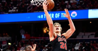 Bulls forward Lauri Markkanen (24) shoots against Wizards guard Isaac Bonga (17).