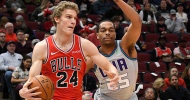 Bulls forward Lauri Markkanen (24) is defended by Hornets forward P.J. Washington (25).