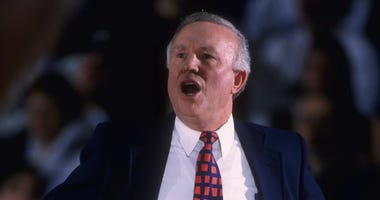 Lou Henson coaching Illinois in 1996