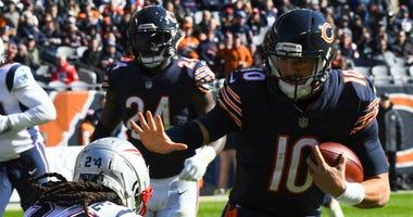 Bears quarterback Mitchell Trubisky, right