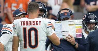 Bears coach Matt Nagy and quarterback Mitchell Trubisky (10) discuss a play call during a timeout.