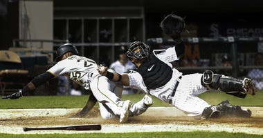 White Sox catcher Welington Castillo (21) tags out Pittsburgh Pirates right fielder Gregory Polanco (25) at the plate.
