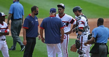 White Sox manager Rick Renteria (center) visits with right-hander Reynaldo Lopez (40) before pulling him from the game.