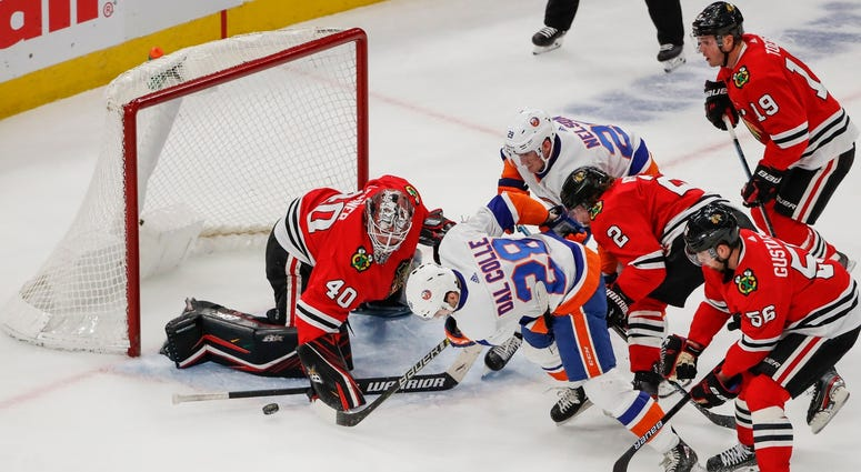Islanders left wing Michael Dal Colle (28) tries to score against Blackhawks goaltender Robin Lehner (40).