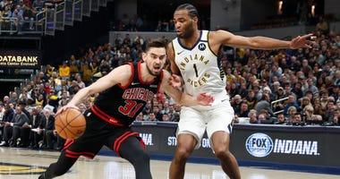 Bulls guard Tomas Satoransky (31) drives to the basket against Pacers forward T.J. Warren (1).