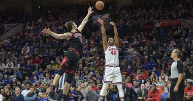 76ers big man Al Horford attempts a shot over Bulls center Luke Kornet.
