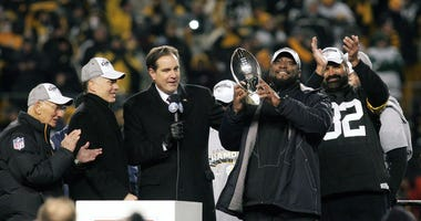 Steelers coach Mike Tomlin, right