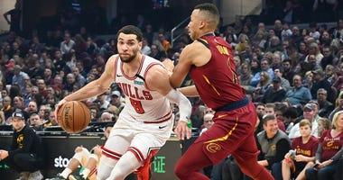 Bulls guard Zach LaVine (8) drives to the basket against Cavaliers guard Dante Exum (1).
