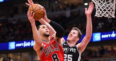 Bulls guard Zach LaVine (8) shoots the ball over Spurs center Jakob Poeltl (25).