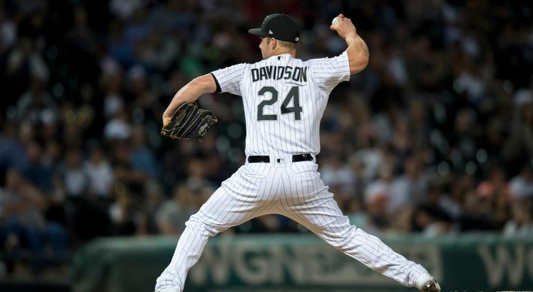 White Sox infielder Matt Davidson pitches.