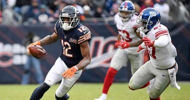 Bears receiver Allen Robinson (12) runs with the football against the Giants.