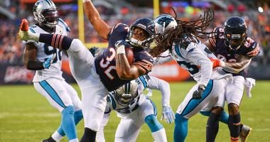 Bears running back David Montgomery (32) scores a touchdown against the Panthers.