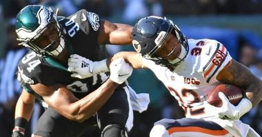Eagles defensive end Josh Sweat (94) stops Bears running back David Montgomery (32).