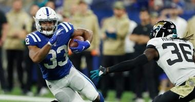 Colts running back Jonathan Williams (33) runs with the ball against the Jaguars.