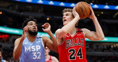 Bulls forward Lauri Markkanen (24) shoots against Timberwolves center Karl-Anthony Towns (32).