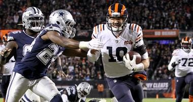Bears quarterback Mitchell Trubisky (10) rushes for a touchdown against the Cowboys.