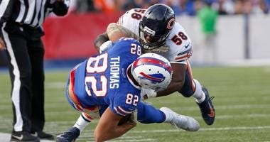 Bears linebacker Roquan Smith (58) tackles Bills tight end Logan Thomas.
