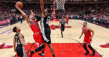 Bulls guard Zach LaVine (8) goes to the basket against Spurs forward LaMarcus Aldridge (12).