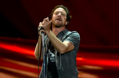 Eddie Vedder performs live at the 2016 Global Citizen Festival