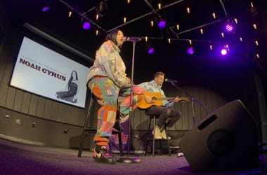 Noah Cyrus Performs July Live Acoustic Artist Lounge Philly