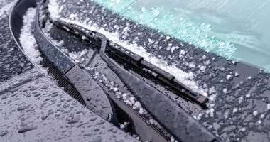 snow-slush-windshield-GettyImages-1073879232.jpg