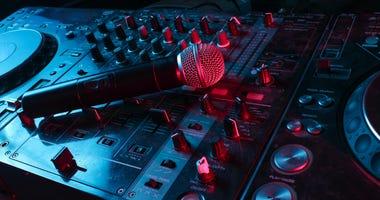 hip-hop-microphone-GettyImages-1141040097.jpg