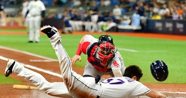 Lowe's Homers in 11th, Lifts Rays into Second Wild Card