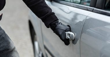 car-theft-GettyImages-521975360.jpg