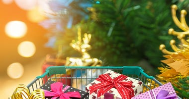 holiday-shopping-GettyImages-547435552.jpg