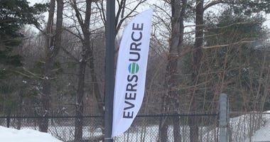 eversource-sign-steve-saunders-wtic-photo.jpg