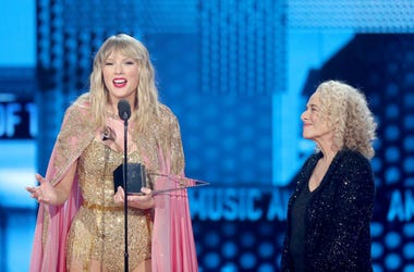 Taylor-Swift-AMAs-GettyImages-1189852121.jpg