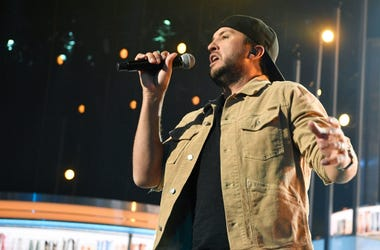Luke Bryan rehearses his new single Kickin' Boots
