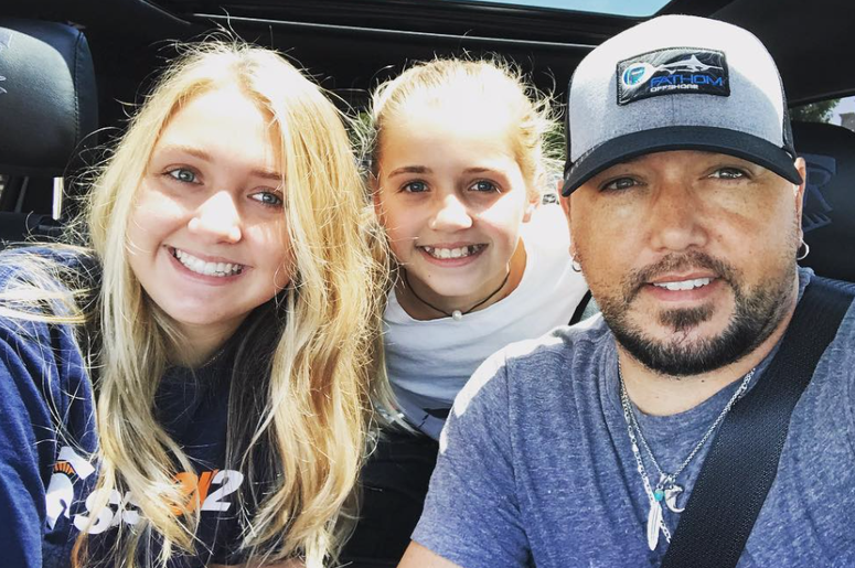 Jason Aldean & his daughters