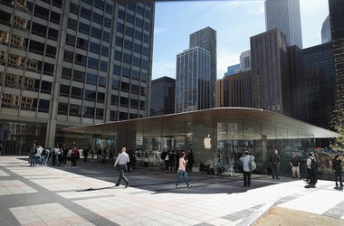 Apple Store, Michigan Avenue, N95 Masks, Chicago, Illinois