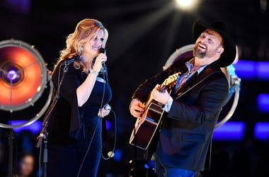 Garth Brooks, Trisha Yearwood, Facebook Live, Cover, Shallow