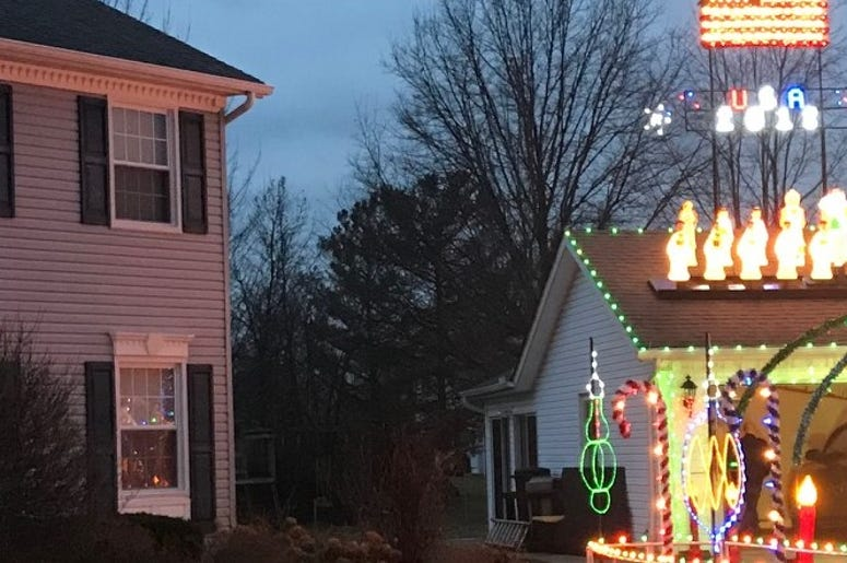 house with no Christmas decorations